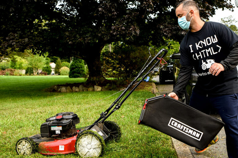 He Lost His Job but Instead of Giving Up He's Giving Back, One Lawn at a Time